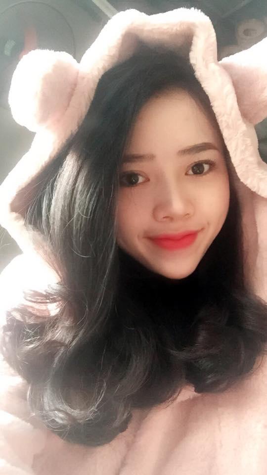 Chiêm ngưỡng đôi môi chuẩn Hàn cực hot của nữ y tá trẻ Thu Huyền
