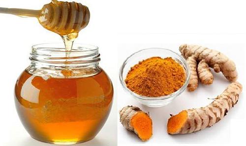Đắp mặt nạ nghệ và mật ong không phải nguyên nhân gây nám da