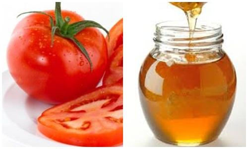 Mật ong và cà chua giúp làm sạch vết nám nhanh chóng