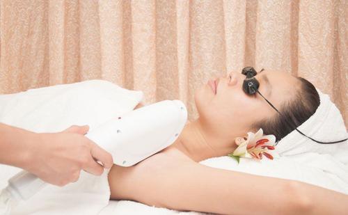 5 nguyên nhân bạn không nên nhổ lông nách