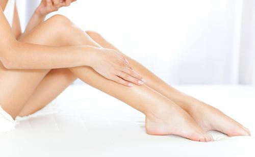 cách tẩy hết lông chân mà không gây đau rát