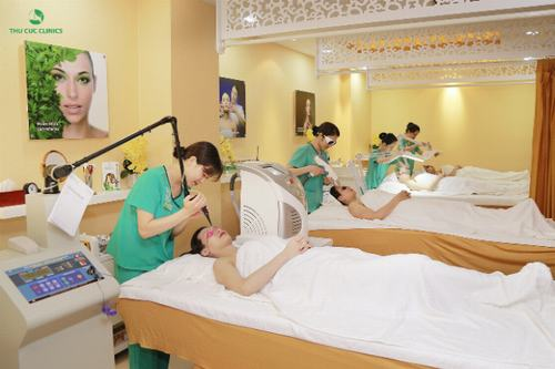 Phương pháp trị sẹo rỗ cho da dầu hiệu quả nhất được chuyên gia khuyên dùng chính là sử dụng công nghệ trị sẹo Laser CO2 Fractional.