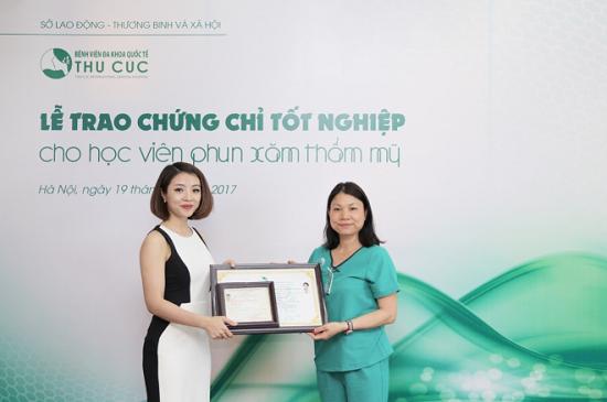 Với những kiến thức đã tích lũy được sau khóa học nâng cao tay nghề, chị Habeck Vũ Yến Hương đã tự tin quay lại Đức để tiếp tục đam mê tại cơ sở làm đẹp do mình làm chủ.