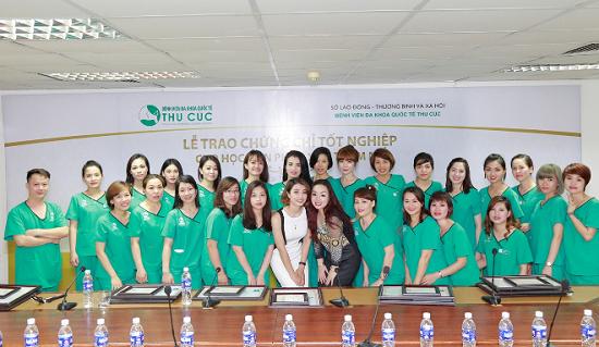 Là địa chỉ dạy nghề phun xăm bài bản và chuyên nghiệp, Bệnh viện Thu Cúc là nơi được nhiều Việt kiều cũng như các bạn trẻ trong nước lựa chọn theo học. Thu Cúc luôn có ưu đãi lớn dành cho học viên theo học lớp phun xăm thẩm mỹ cơ bản và nâng cao.