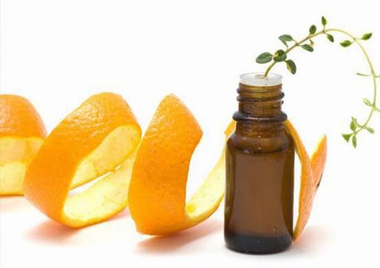 Vùng kín là nơi thường xuyên bị viêm nhiễm nên ngay sau khi waxing bạn thoa 1 chút tinh dầu kháng khuẩn để bảo vệ da khỏi các nguy cơ viêm nhiễm.