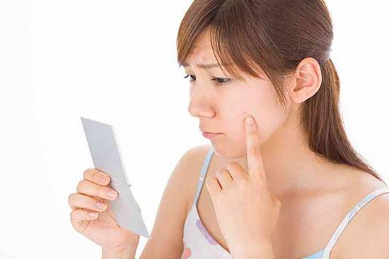Dù tồn tại ở dạng sẹo nào thì làn da của bạn thì thẩm mỹ làn da bạn cũng sẽ bị ảnh hưởng nghiêm trọng.