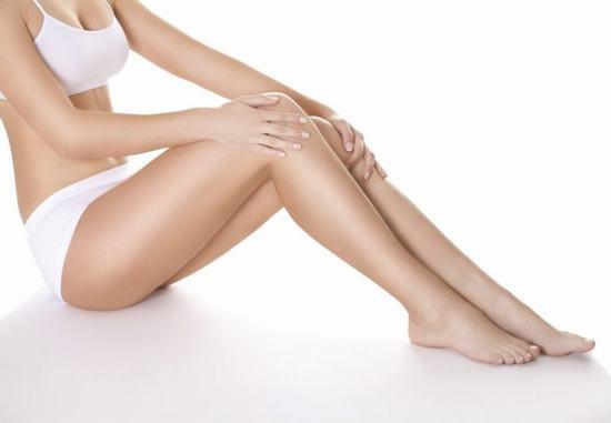 Viêm chân lông là bệnh gây ra nhiều mặc cảm cho phái đẹp khi diện đồ ngắn hay sexy.