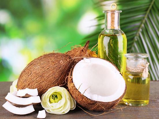 Dầu dừa cũng là một trong những cách triệt lông đơn giản, hiệu quả ngay nhanh chóng mà chị em nên tham khảo áp dụng.