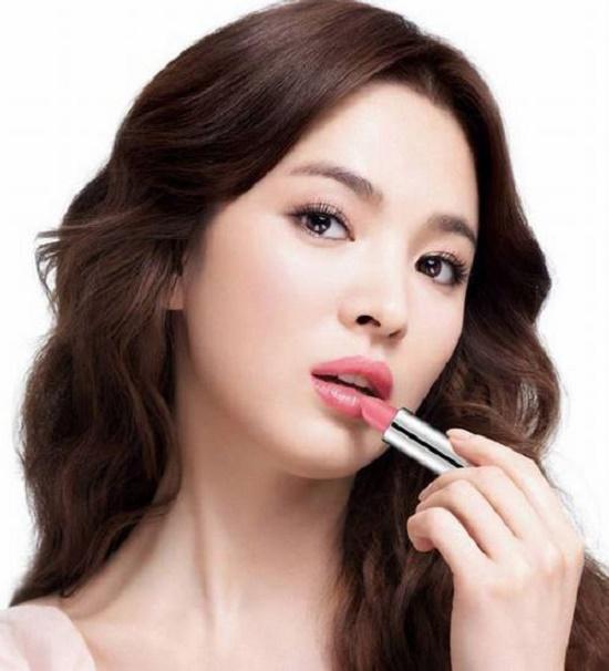 Nếu như Angela Baby sở hữu đôi môi cong sexy được cả thế giới công nhận thì tại Hàn Quốc bờ môi gợi cảm của Song Hye Kyo lại chính là mơ ước của các cô gái xứ kim chi.