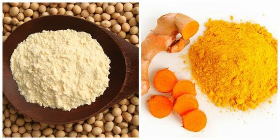 Trộn đều bột nghệ với bột đậu nành theo tỉ lệ 1:1 và thêm 1 chút nước hoặc sữa tươi sao cho tạo thành hỗn hợp sệt.
