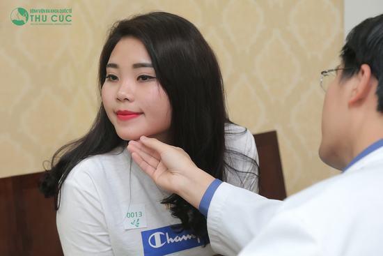 Trước khi tiến hành nâng mũi S line, dáng mũi của cô bạn Triệu Huế khá thấp và ngắn, thiếu hài hòa với gương mặt