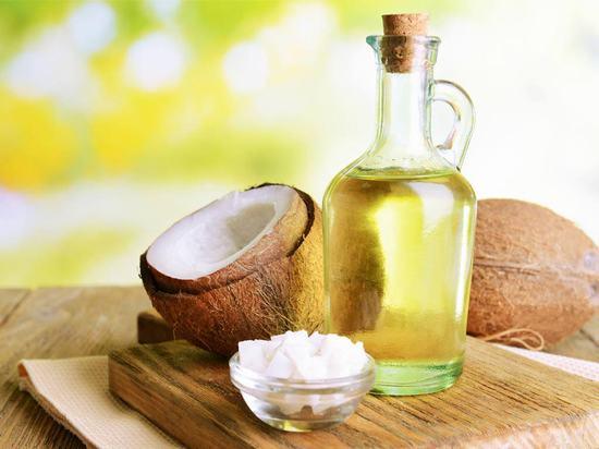 Kết hợp nước vo gạo với dầu dừa sẽ tạo thành công thức thu nhỏ lỗ chân lông hiệu quả