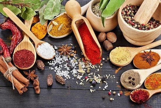 Kiêng ăn các thực phẩm có tính cay nóng, đồ tanh làm chậm quá trình hồi phục của mũi.