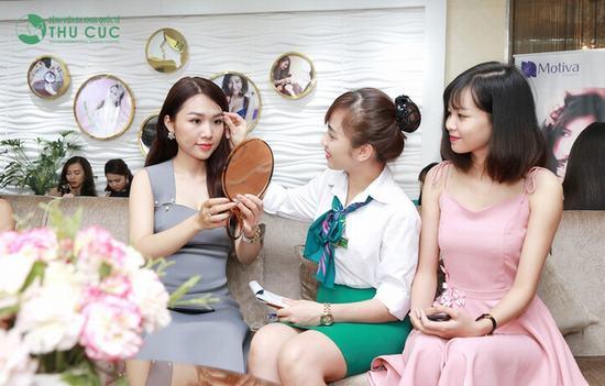 Bên cạnh giúp khuôn mặt xinh xắn, đáng yêu hơn, giới sinh viên Việt sắp tốt nghiệp đang có xu hướng phẫu thuật thẩm mỹ với hy vọng ghi thêm điểm trong các cuộc phỏng vấn tìm việc làm…