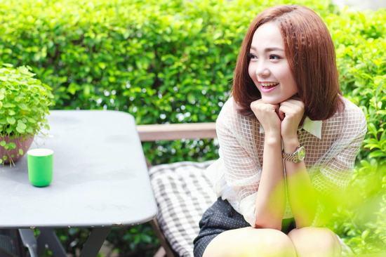 Đôi lông mày ngang cực kì phù hợp với Minh Hằng hay những bạn gái có khuôn mặt tròn trịa, bụ bẫm.