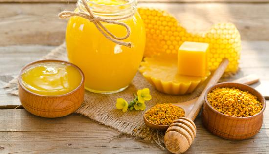 Sáp ong có nhiều công dụng như kháng khuẩn, chống nhiễm trùng, sưng tấy,... Trong đó có 1 tác dụng khác mà ít ai biết đến đó là triệt lông tại nhà.