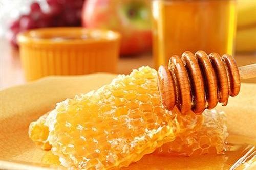 Bên cạnh khả năng kháng khuẩn tốt, sáp ong nóng còn có tác dụng tẩy sạch lông nách