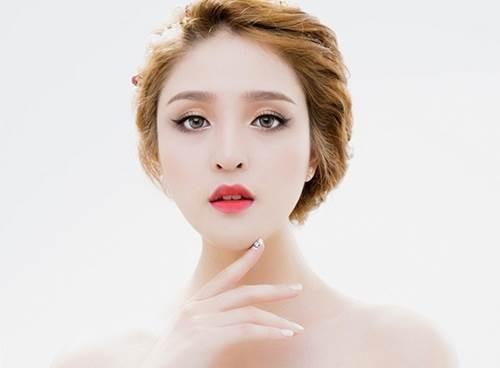 Phun môi thẩm mỹ là biện pháp giúp bạn có đôi môi quyến rũ, căng mọng dù ở bất kỳ đâu.