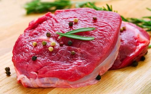 Trong tháng đầu tiên sau khi phun môi hãy tránh xa các món ăn chế biến từ thịt gà nếu muốn màu môi lên đều, đẹp.