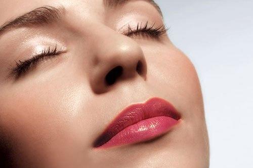 Thông thường, sau 1 tháng màu môi sau xăm mới  ổn định.