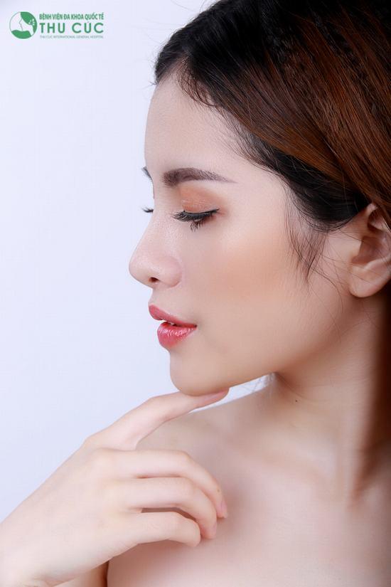 Bằng cách tái cấu trúc toàn bộ mũi, sau phẫu thuật chiếc mũi của bạn sẽ có độ dốc hoàn hảo từ đầu mũi đến chân mũi, sống mũi cao thanh tú, hài hòa và cân đối