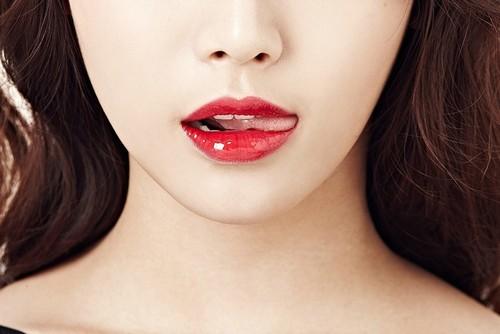 Phun xăm môi là biện pháp trang điểm lâu dài cho đôi môi của bạn bằng mực phun xăm chuyên dụng.