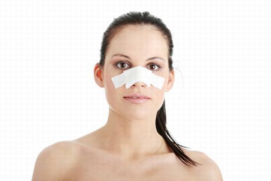 Mức độ sưng, thời gian sưng bao lâu sau nâng mũi còn phụ thuộc vào cơ địa và cách chăm sóc của khách hàng