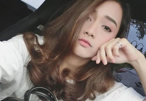 Thêu lông mày màu nâu đen là xu thế làm đẹp hút hồn không ít bạn trẻ Việt Nam và thế giới.