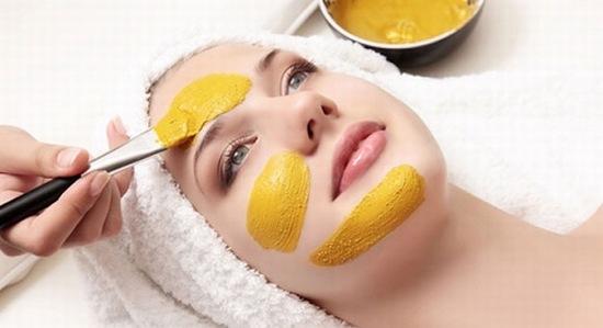 Nghệ có tinh chất curcumin là chất chống oxy hóa hữu hiệu, giúp ngăn ngừa lão hóa, cho da mịn màng hơn, làm mờ tàn nhang hữu hiệu.