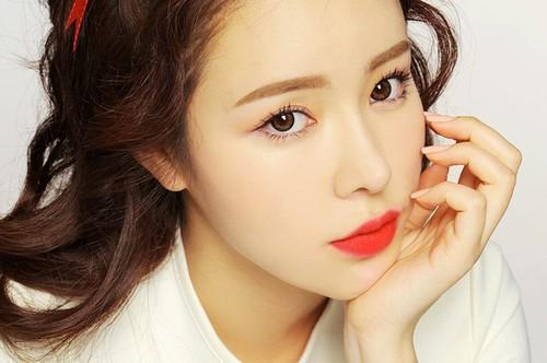 Xăm môi màu hồng cam đặc biệt thích hợp với những người có nước da trắng.
