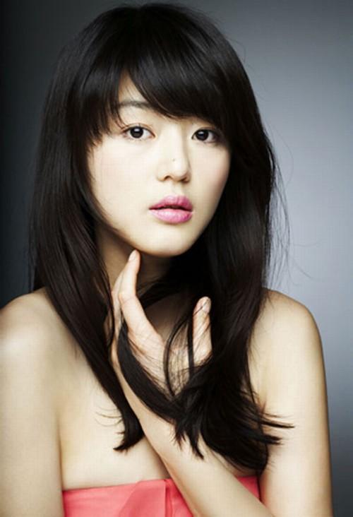 """Mặc dù xét khách quan gương mặt """"cô nàng ngổ ngáo"""" Heon Ji Hyun khá đẹp và tinh tế nhưng cũng không thể phủ nhận rằng đôi môi đẹp đã giúp cô nàng dễ dàng ghi ấn tượng với cộng đồng fan hơn."""