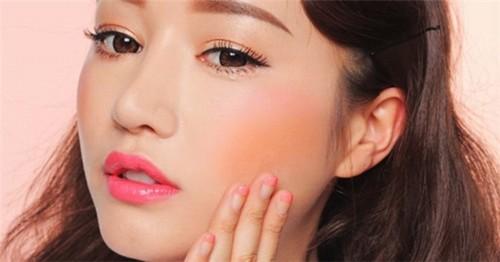 Phun mí mắt là biện pháp đơn giản nhất để khắc phục mắt nhỏ, mắt nhợt nhạt.
