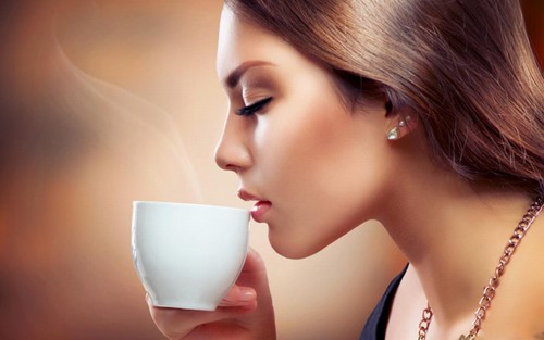 """Giữ đôi môi hồng xinh xắn sẽ giúp bạn luôn xinh đẹp và """"tỏa sáng"""" dù ở bất kỳ đâu."""