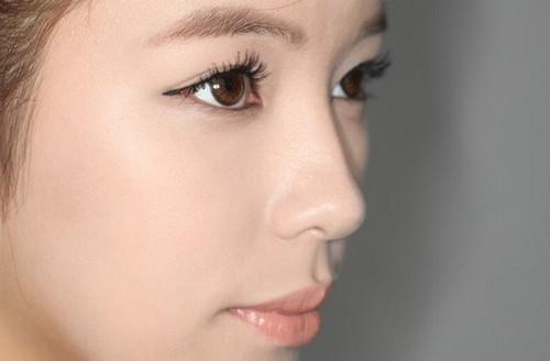 Phun mí mở tròng là phương pháp trang điểm lâu dài cho đôi mắt của bạn bằng mực phun xăm chuyên dụng.