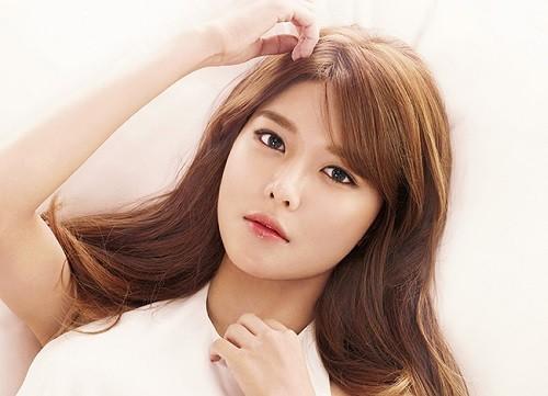 Thêu lông mày kiểu Hàn Quốc đang là trào lưu làm đẹp được nhiều Eva yêu thích.
