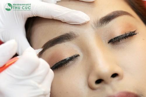 Phun xăm lông mày công nghệ Hàn Quốc giúp bạn sở hữu hàng lông mày trẻ trung, chuẩn nét.