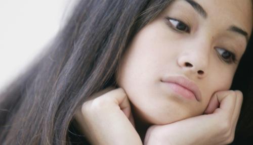 Làm sao để bảo vệ và giúp đôi môi luôn tươi tắn là thắc mắc của không ít người.