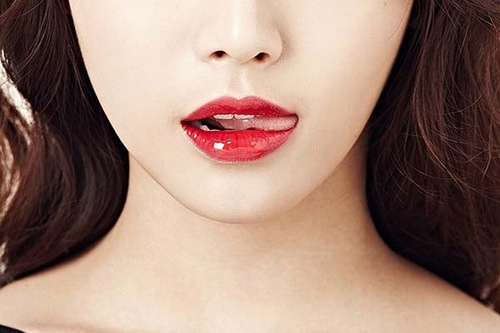 Phun môi là bí quyết làm đẹp siêu hot của phụ nữ hiện đại.