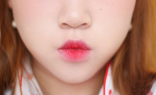 Phun môi xí muội đem tới cho đôi môi bạn nét đẹp mong manh đầy mê hoặc.