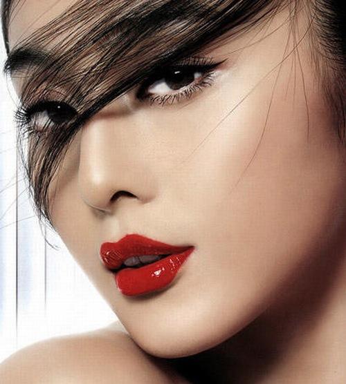 """Phun môi thẩm mỹ là bí quyết giúp các nàng sành điệu luôn """"tỏa sáng"""" dù ở bất kỳ đâu."""