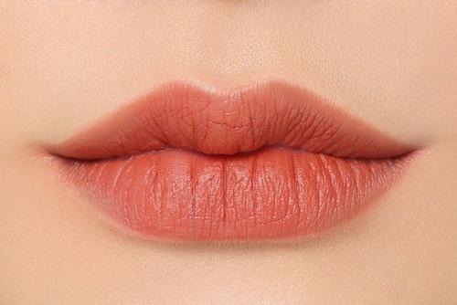 Màu cam đất là một trong những màu phun xăm hot nhất trong thời gian vừa qua.