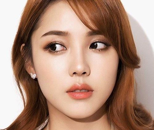 Những người có môi mỏng nên xăm môi màu cam đất để đôi môi thêm quyến rũ.
