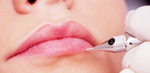 Phun môi là biện pháp ghi màu lên vùng thượng bì của môi nhờ sự trợ giúp của các thiết bị phun xăm siêu vi hiện đại.