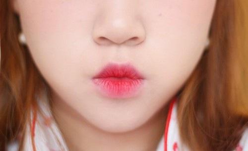 Phun môi xí muội giúp bạn nhanh chóng sở hữu vẻ đẹp trong sáng, rạng ngời.
