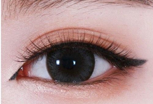 Phun mí thẩm mỹ không làm mất đi nét đẹp tự nhiên của đôi mắt.