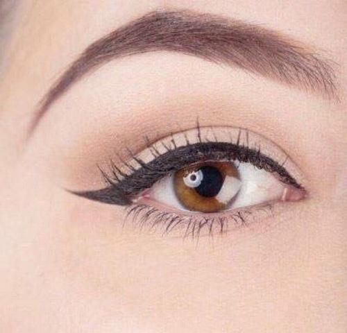 Kẻ mắt mèo mang đến cho bạn vẻ đẹp tinh tế cùng ánh nhìn sắc nét đầy mê hoặc.