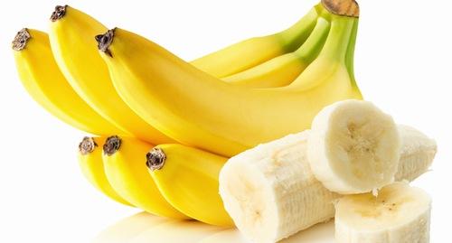 Chuối là một trong những loại trái cây giàu dinh dưỡng được khuyên dùng sau khi phun môi.