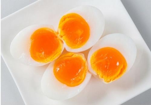 Sau phun môi cần kiêng trứng ít nhất trong 2 tuần đầu.