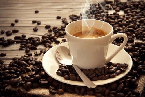 Không nên sử dụng cafe sau khi vừa phun xăm môi thẩm mỹ.