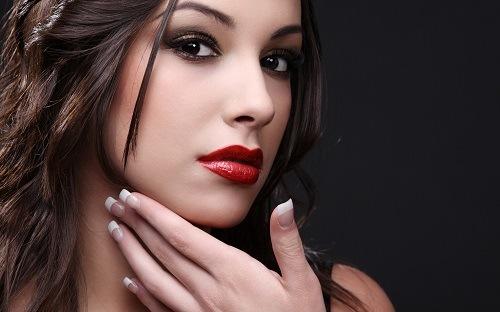 Phun môi là kỹ thuật thẩm mỹ giúp chị em rạng ngời với đôi môi căng mọng tự nhiên.
